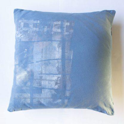 T-shirt kussen blauw upcycled