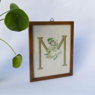 Vintage borduurwerk letter M