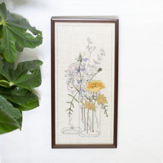 Vintage borduurwerk vaas bloemen